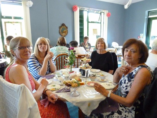 Dronfield, UK: Enjoying the Victorian Tea Party