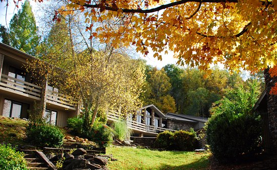 Fontana Village Resort: Fall Foliage at Fontana Village