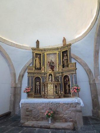 Ponferrada, Spagna: Capilla lateral con retablo