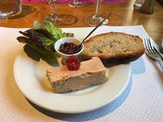 Marcillac-Saint-Quentin, France: Foie gras maison Gâteau aux noix Confit de canard