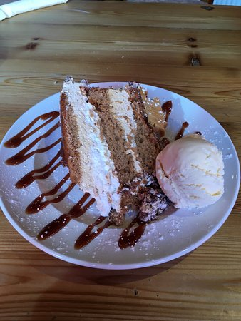 Redruth, UK: Toffee Cake With Icecream