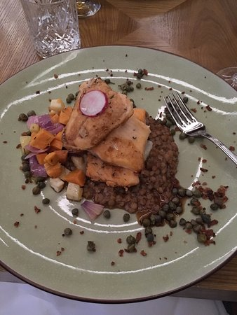 Siglufjordur, Islandia: Arctic Char over lentils and vegetables