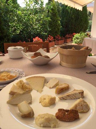 El Motel Restaurant Best Cheese Plate ever! & Best Cheese Plate ever! - Picture of El Motel Restaurant Figueres ...