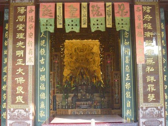 Kaiji Yinyang Temple: 堂内の様子