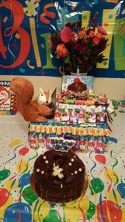 Γουίλιαμσβιλ, Νέα Υόρκη: Chocolate bundt cake and Chocolate raspberry cupcake