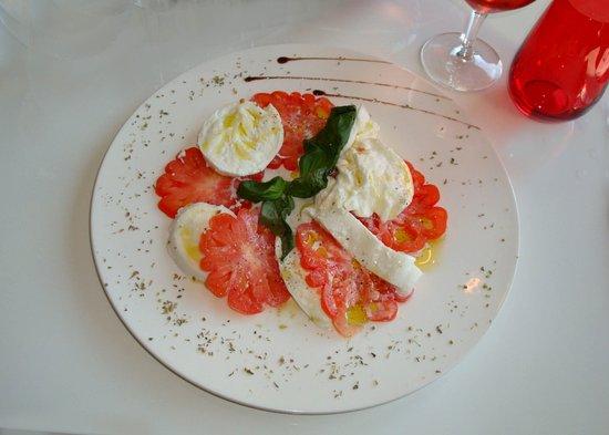 Ornex, Francia: Salade de tomates et mozzarella