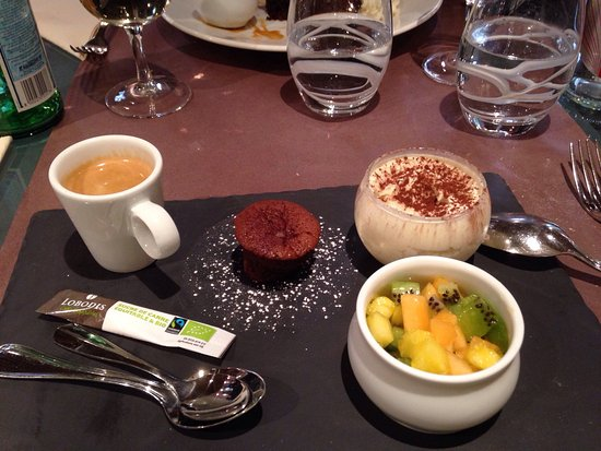 Cabillaud - espadon - torta caprese et café gourmand