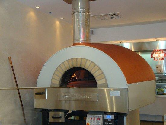 Ornex, Francia: Four à pizza