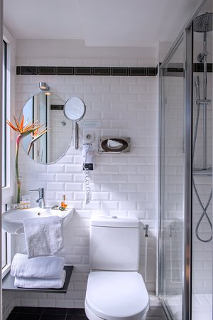 salle de bain chambre superieur - Bild von Hotel Villa ...