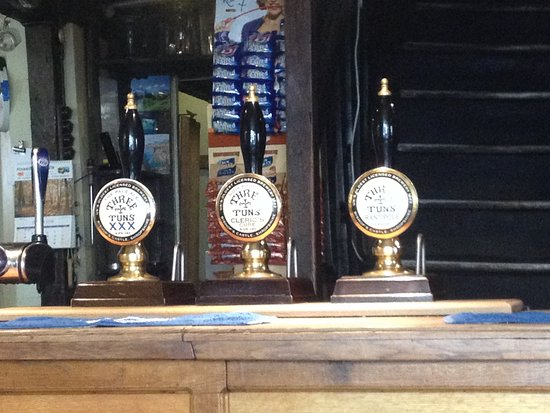 Bishops Castle, UK: Hand pumps in the small front bar.