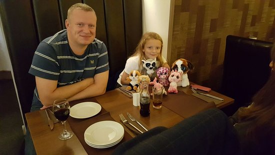 Hyde, UK: Charlotte and her little friends having a curry!😃