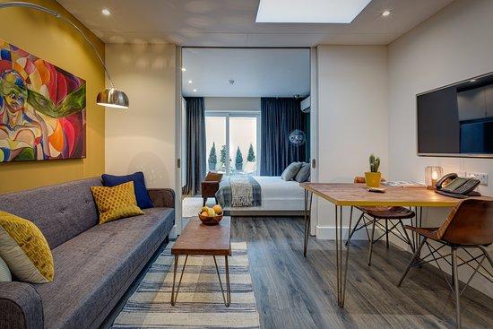 Hotel 55: Suite