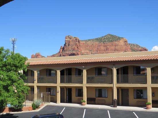 Desert Quail Inn: View from outside our room