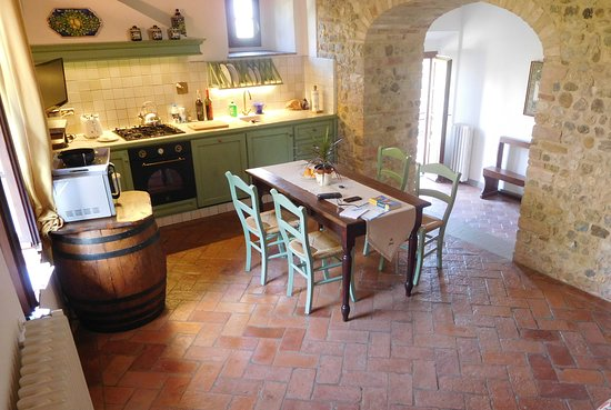 Villa Le Torri: Our kitchen/dining area