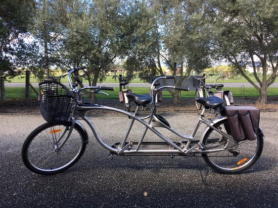 Renwick, Nueva Zelanda: Our bicycle built for two!