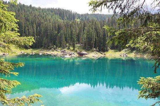 Nova Levante, Italien: Scorcio sul lago