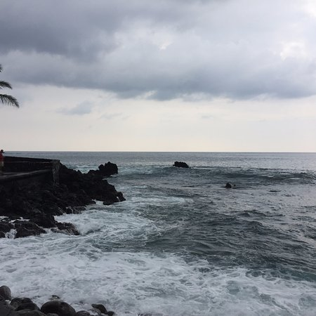 Captain Cook, Hawái: bay on a windy, cloudy day