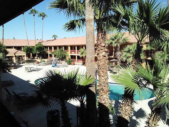 American Inn & Suites Mesa: Pool and Spa Area