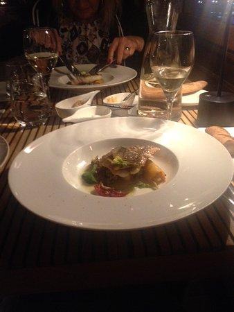 Restaurant Peron: Sunumu da şık olan lezzetli bir balıktı.