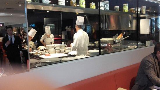 Vue Cuisine Picture Of Ecole De Cuisine De LInstitut Paul - Cours de cuisine bocuse