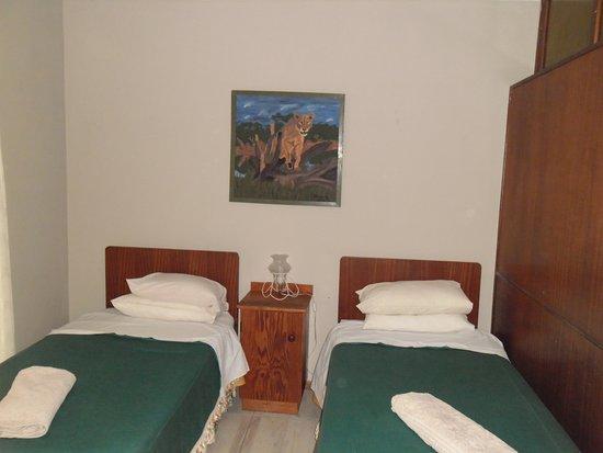 Robertson, Afrika Selatan: better view of 2 single bed bedroom