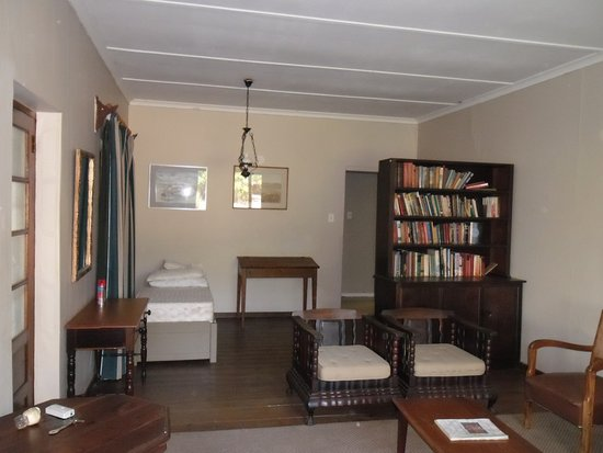 Robertson, Sydafrika: Sitting room with extra bed