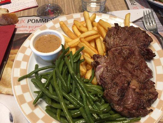 Fegersheim, Frankrike: entrecote,haricots verts et frites sauce courtepaille (moutarde ,moût de raisin)
