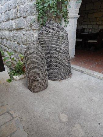Mljet Island, Croacia: Decoration near the entrance to the restaurant