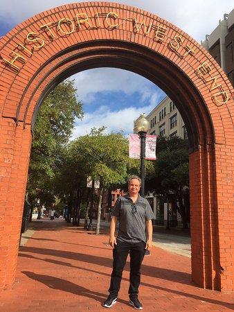Portal de entrada em WEST END - Picture of West End Historic