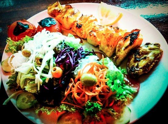 djudje kabab mit salat im olivegarten persian cuisine bild von persisches restaurant. Black Bedroom Furniture Sets. Home Design Ideas