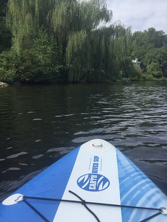 Relaxing fun time. Explore the lakes of Reston.  Book at least a week or 2 in advance to get a s