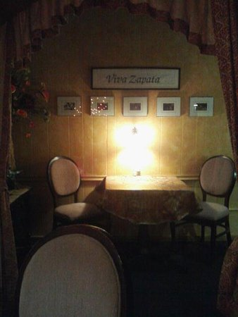 Burton, MI: Dining space for two