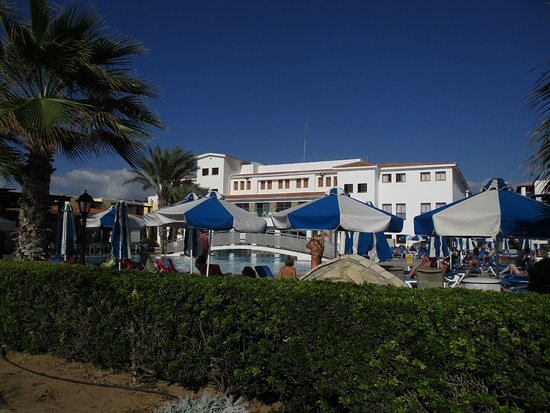 Kefalos Beach Tourist Village: Hotel and pool area
