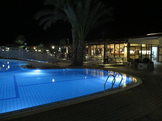 Kefalos Beach Tourist Village: Pool at night