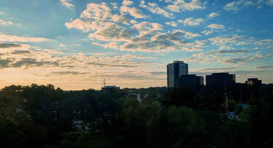 Dunwoody, GA: Sunrise view from our room