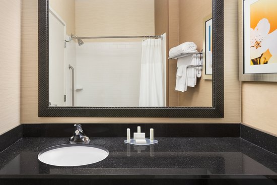 Racine, WI: Hotel Bathroom