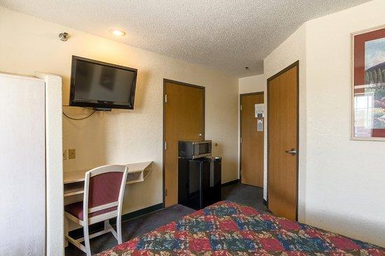 Chadron, NE: Guest Room
