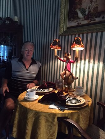 St. Marys, GA: breakfast...just look at the wonderful monkey lamp