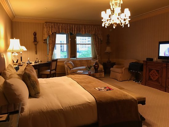 The Sherry-Netherland Hotel: Guest Room
