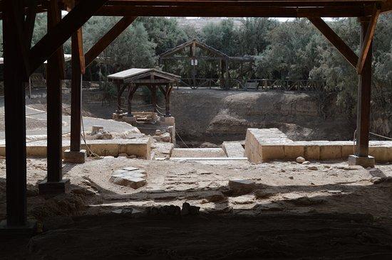 Jordan River Baptismal Site : Vue depuis les vestiges d'une église très ancienne...