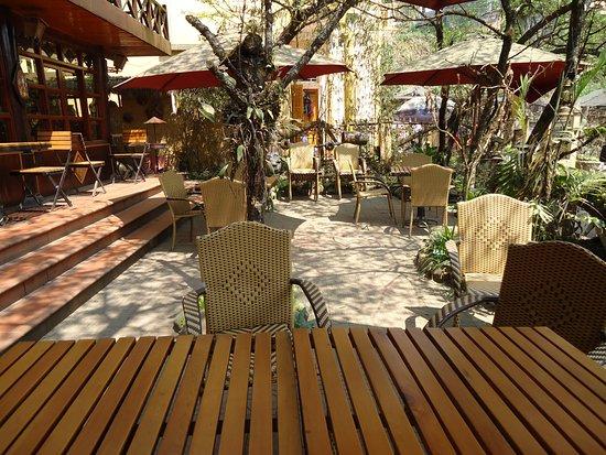La Belle Terrasse Tout En Bois Picture Of Red Dao House Restaurant