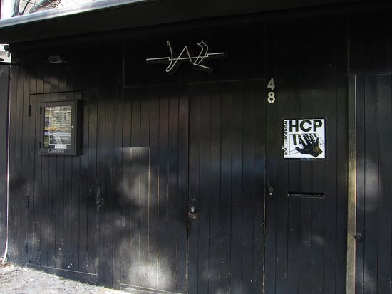 Hot Clube de Portugal: Entrada
