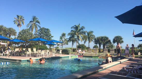 Sanibel Inn: Great view while waiting for room