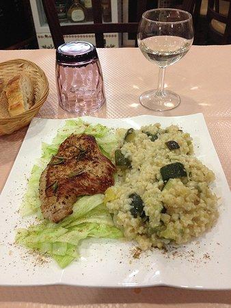 Massy, Prancis: Escalope de noix de veau & boulgour aux courgettes