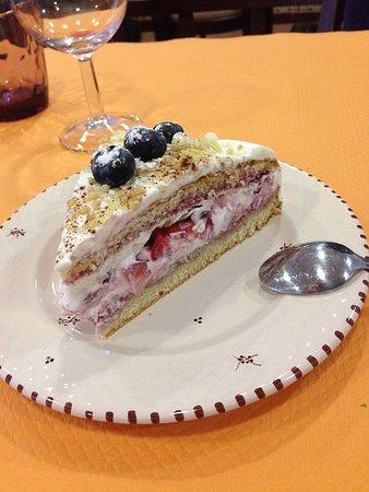 Massy, Prancis: Gâteau aux fruits rouges de la vallée de chevreuse