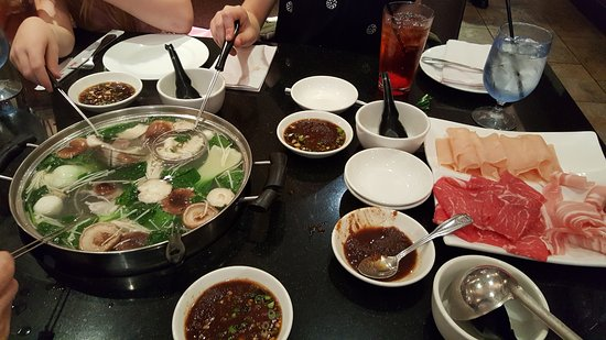 Natick, MA: Hot Pots lunch special