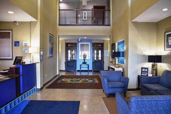 Saint Charles, MO: Hotel Lobby