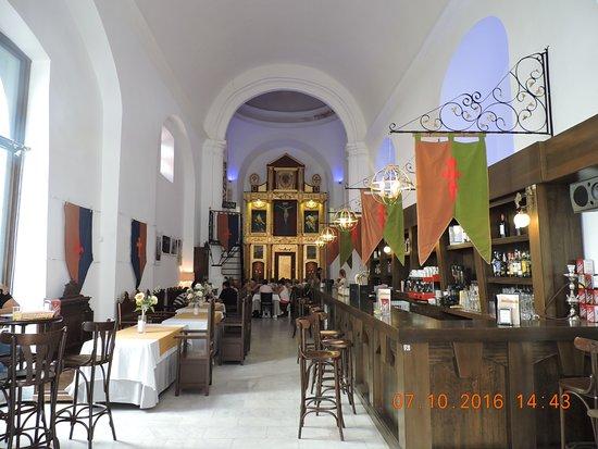 Jerez de los Caballeros, Espagne : Interior del restaurante. Al fondo, un comedor grande.