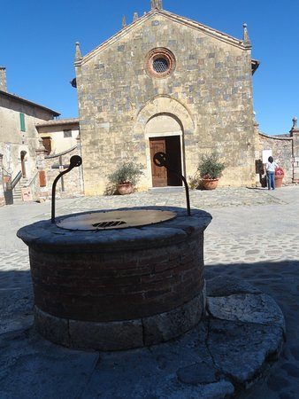 Monteriggioni, Italien: Plaza central