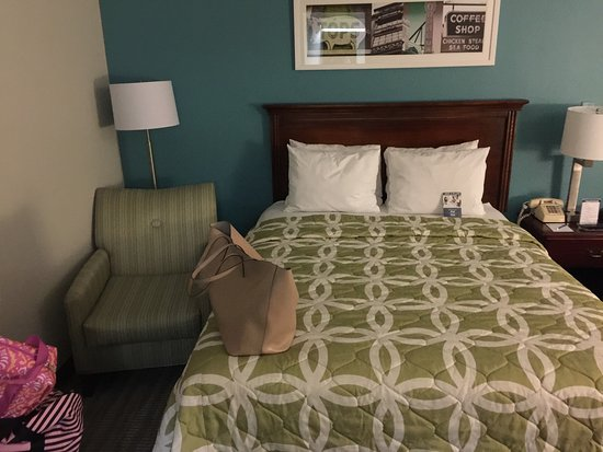Navy Lodge Memphis: Wow...recently renovated the lodge was amazing really enjoyed. This was my first time staying at